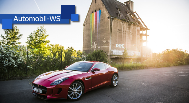 Roter Jaguar F-Type beim Automobil-Fotoworkshop-Event am Lindenauer Hafen in Leipzig